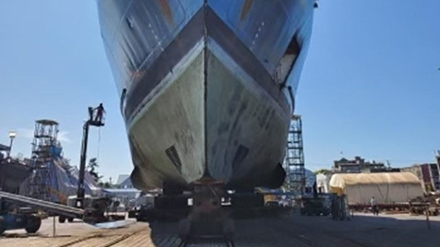 Shipyard reduces consumption by 70% with KinetiX superoxalloy abrasives